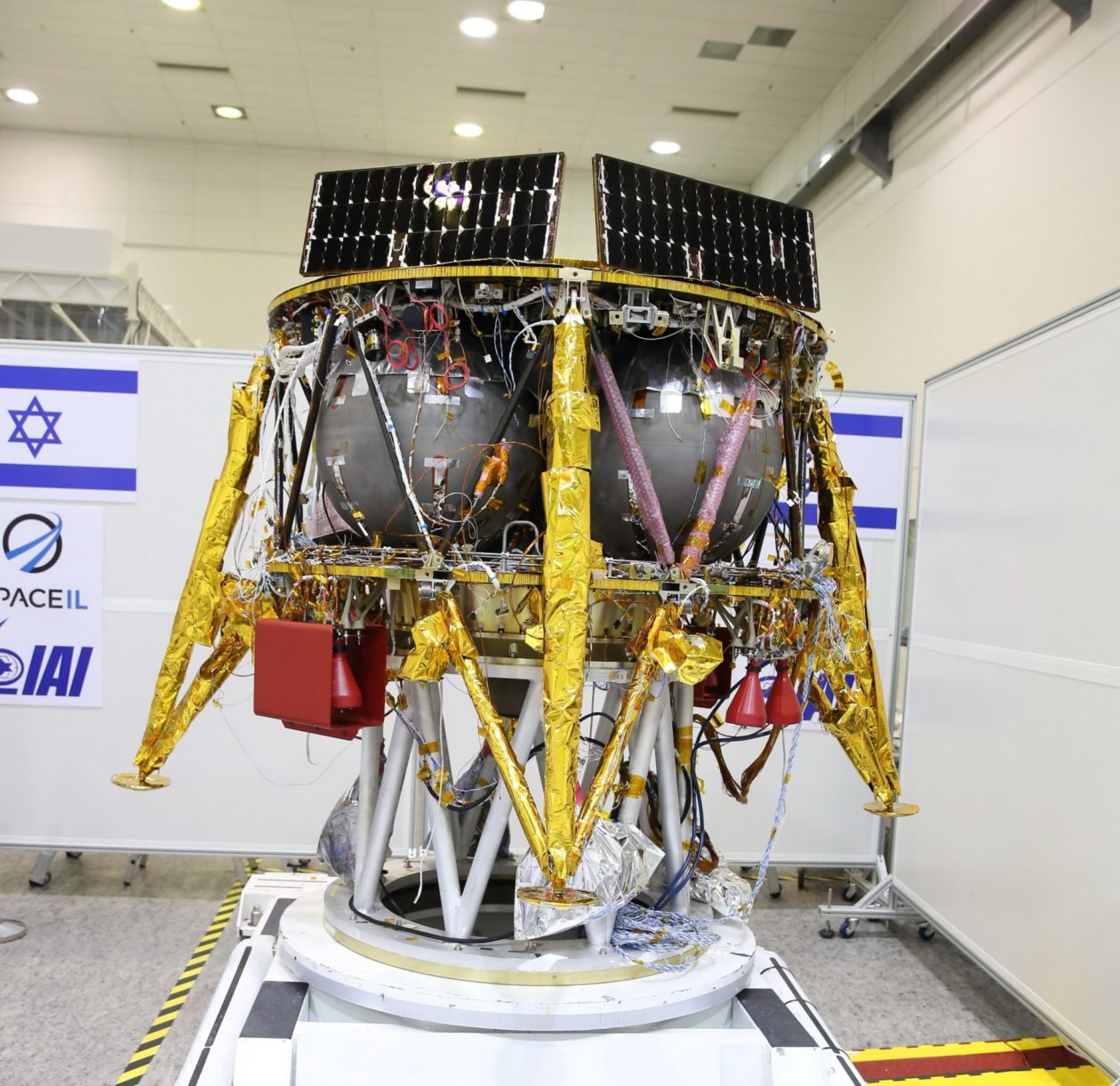 Israel S Spaceil Team Says Spacex Will Launch Its Lunar