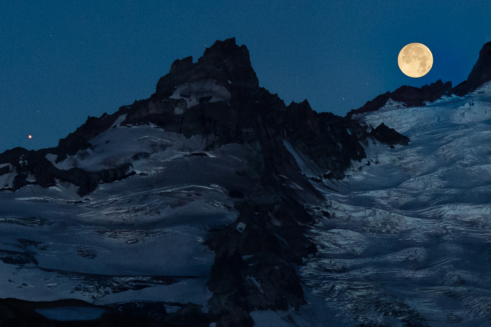 f629b5480 Moonrise, moonset and Mars: Photos hit the high points at Mount ...