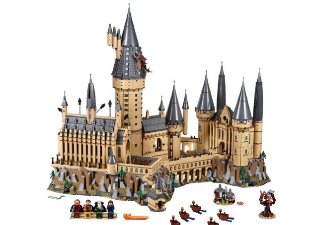 magical lego conjures up a 6 000 piece hogwarts castle for harry potter fans geekwire. Black Bedroom Furniture Sets. Home Design Ideas