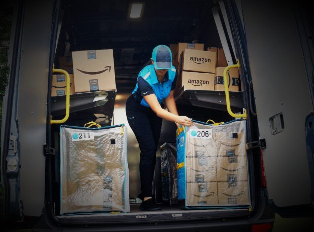 f5f06fbe5a Amazon hopes to have tens of thousands of drivers delivering packages in  Prime-branded uniforms and vans through independent delivery companies.