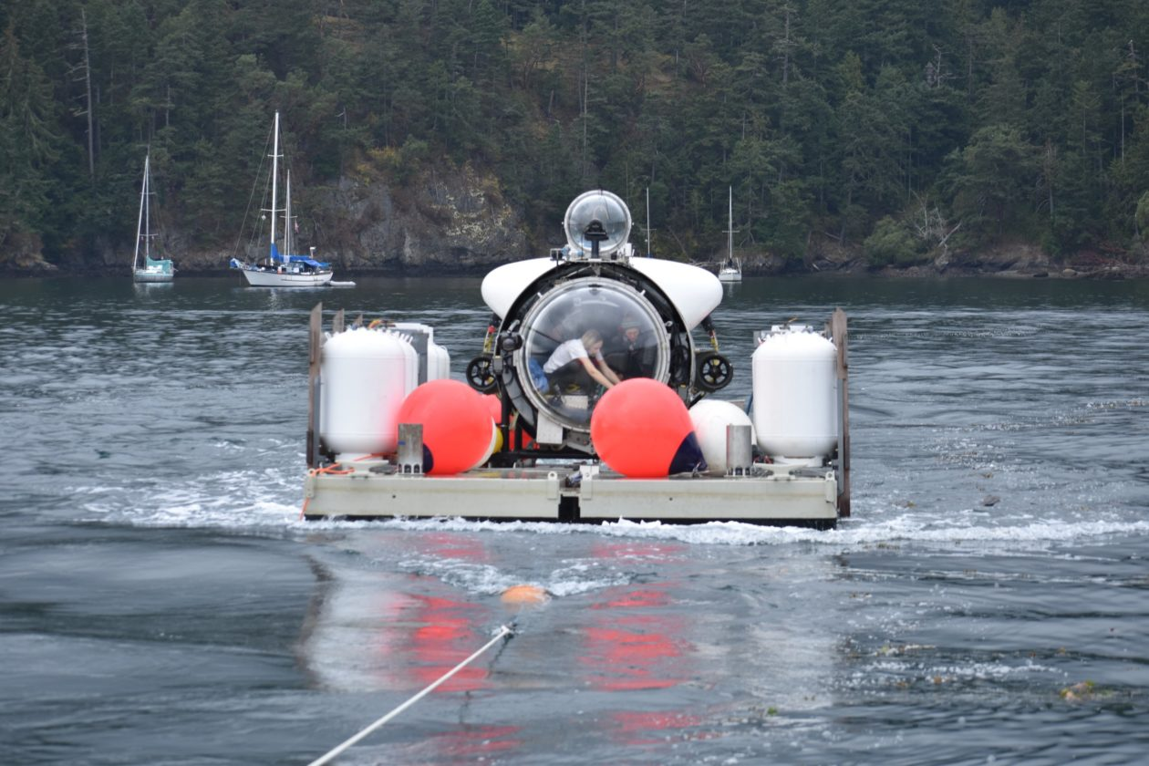 Towing sub to dive site