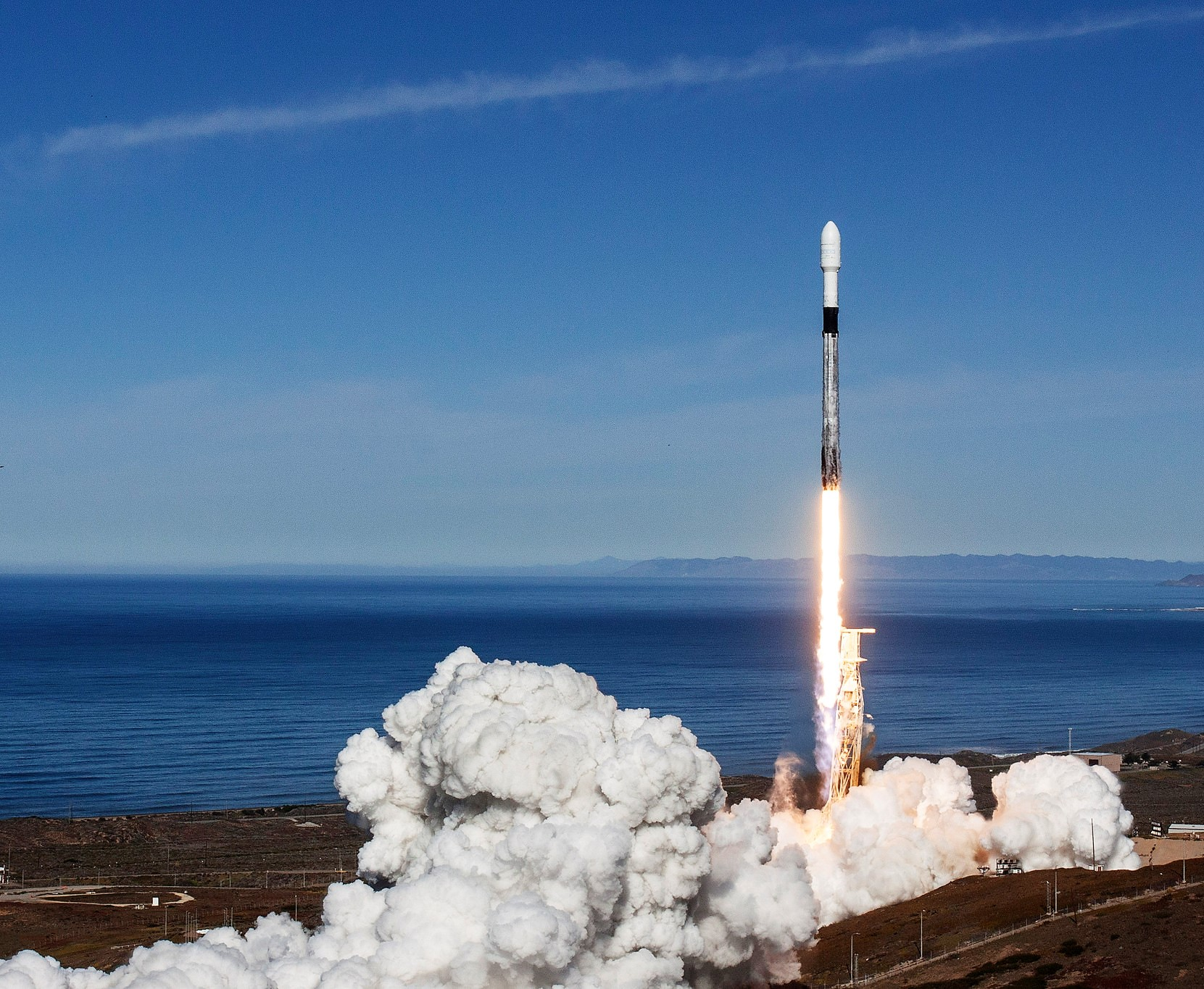 Spacex Launches Falcon 9 Rocket For Spaceflight And 64 Satellite Flock Geekwire