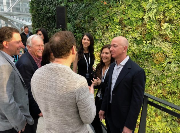 Amazon CEO Jeff Bezos and wife MacKenzie announce they are divorcing