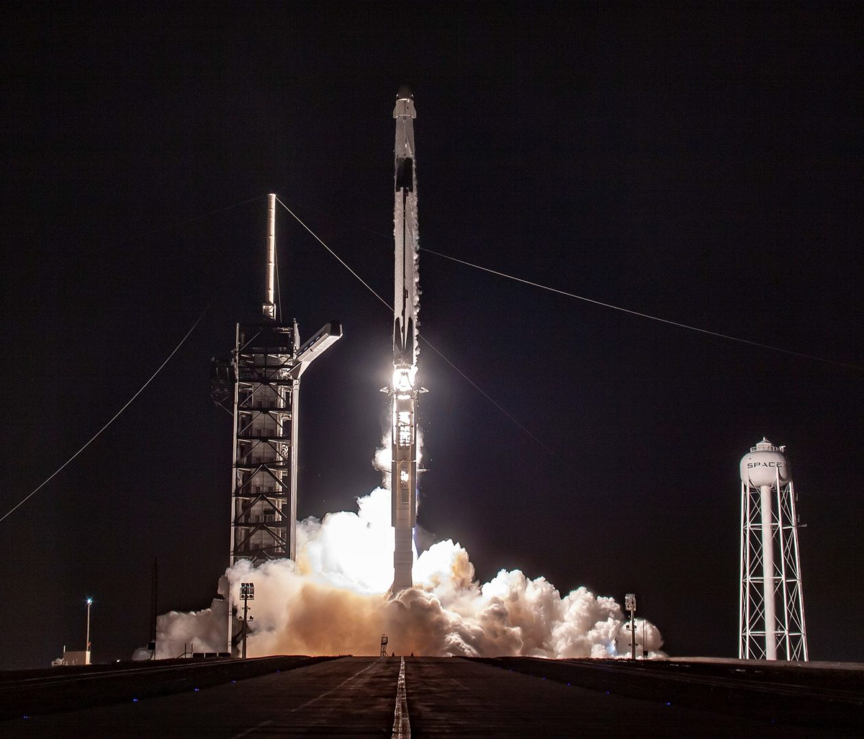 Spacex S Crew Dragon Spaceship Makes Maiden Flight With