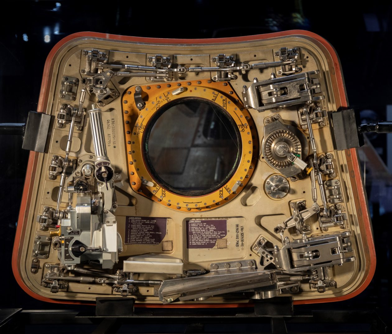 Command module hatch