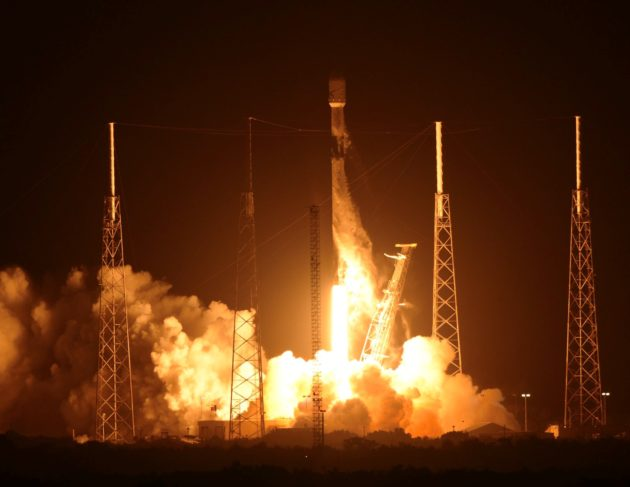 SpaceX's Falcon 9 rocket deals out a deck of 60 Starlink internet satellites