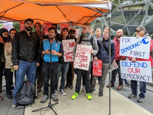 Responsables et des militants de Seattle manifestent au siège d'Amazon pour un «effort de 1,45 million de dollars» pour «acheter notre conseil municipal» – Newstrotteur IMG 20191017 091652 630x473