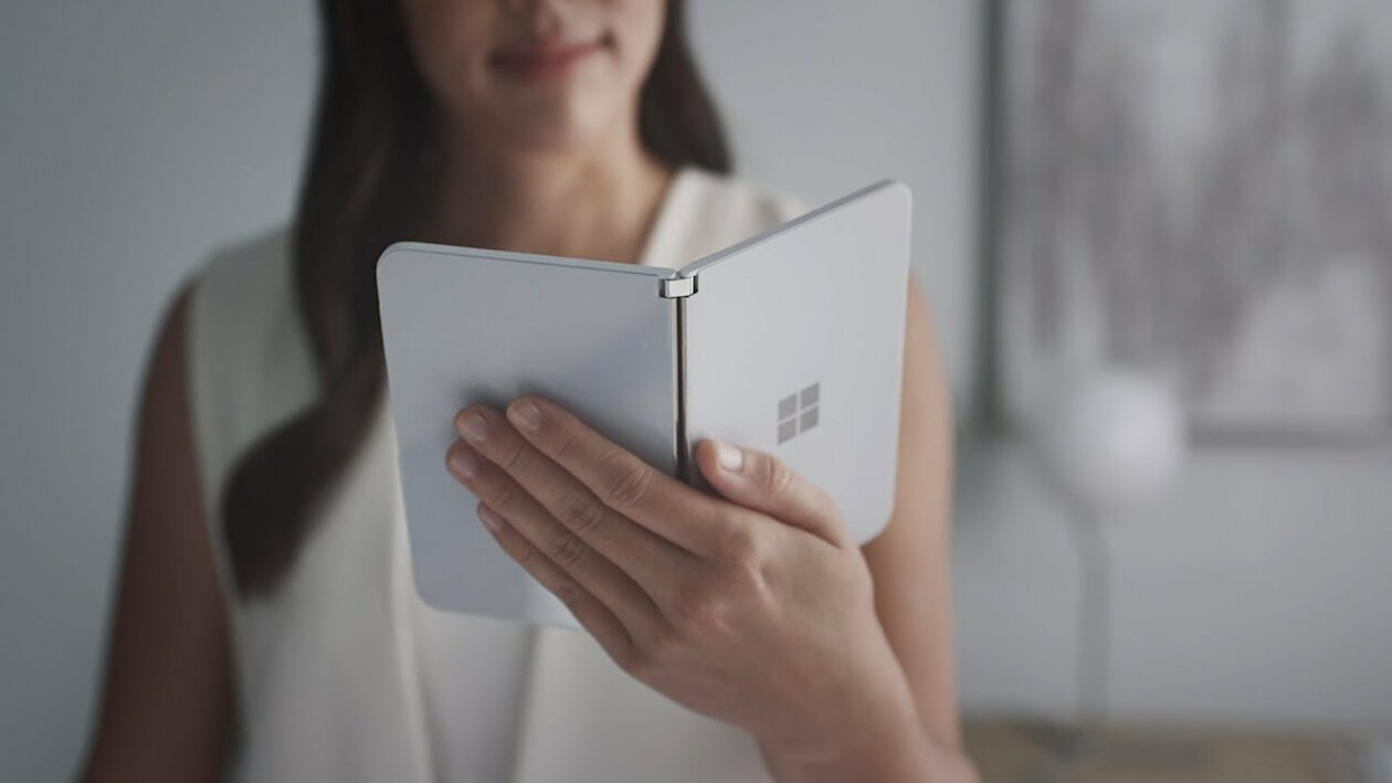 Videos: Here's how browsing on Microsoft's dual-screen Surface Duo phone will work