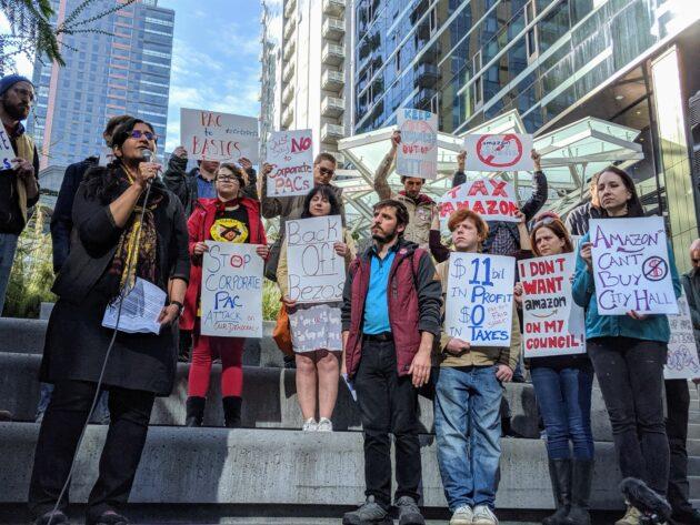 La bataille de Big Tech avec Seattle ne fait que commencer – et cela pourrait avoir des implications à l'échelle nationale – Newstrotteur sawant amazon protest 630x473