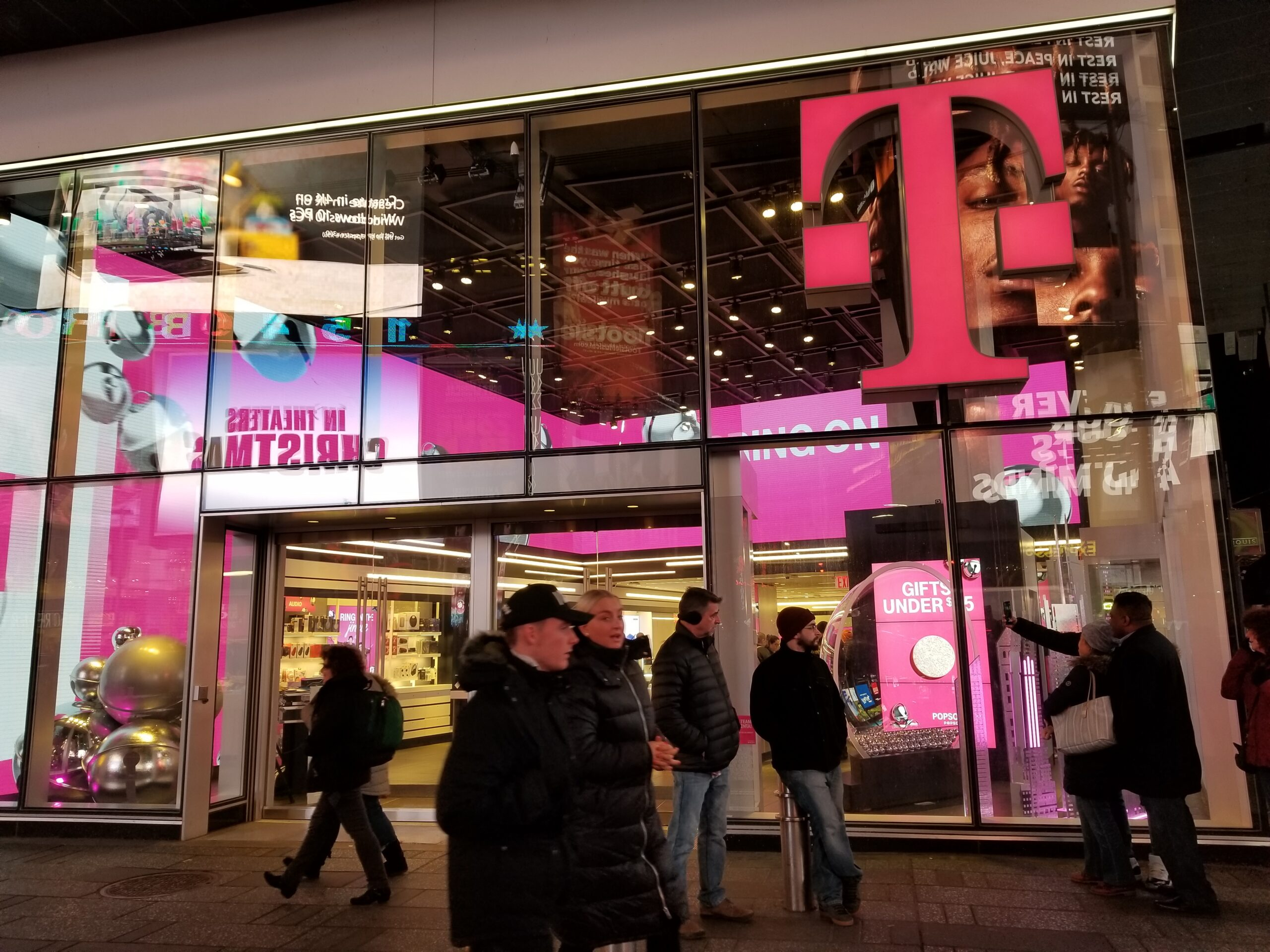 are tmobile stores open today