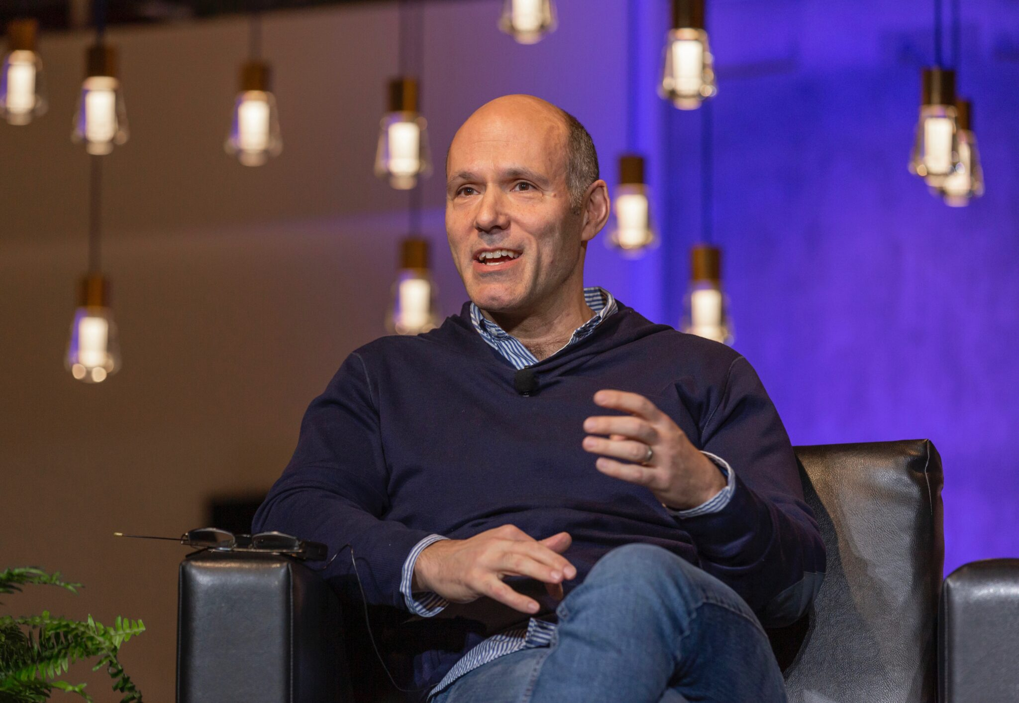 Expedia Group CEO says he's 'rooting for revenge travel' as revenue sinks 44% in Q1