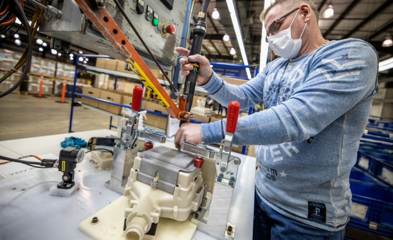 Seattle healthcare workers to receive first respirators built...