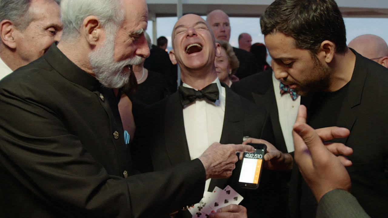 Watch Jeff Bezos and internet pioneer Vint Cerf get fooled by card tricks from illusionist David Blaine