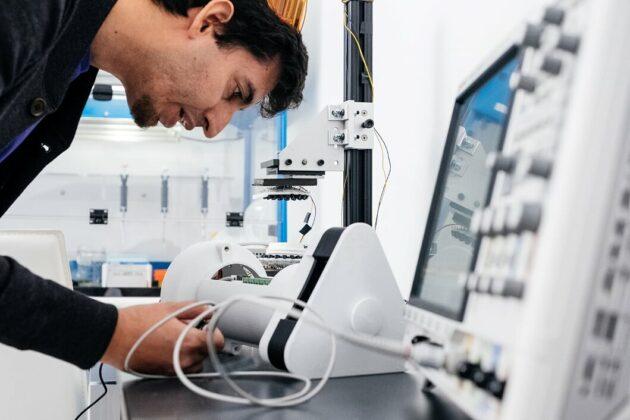 Nicolas Villar in lab