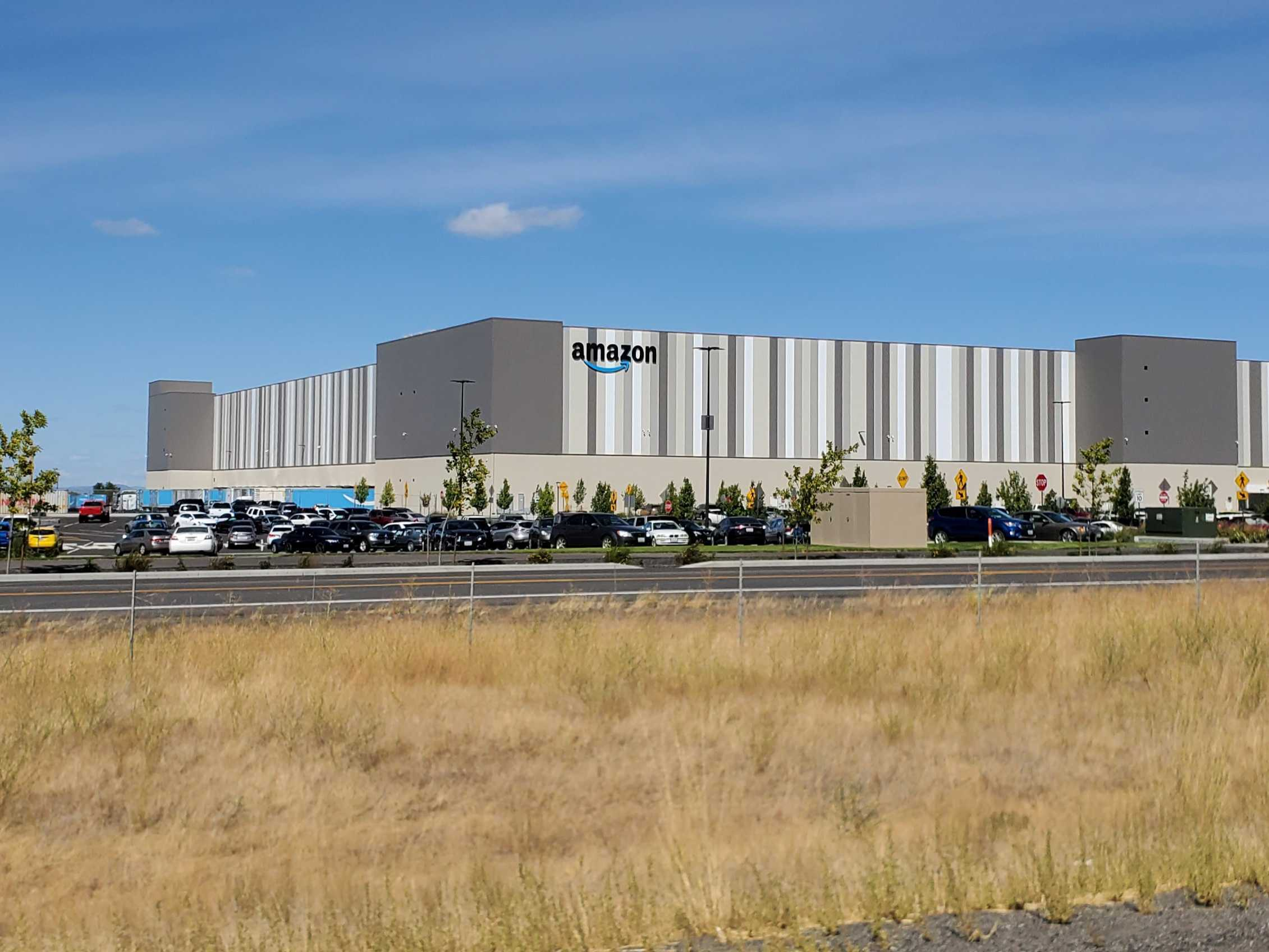 California legislation to aid Amazon warehouse workers won't replace ongoing unionization efforts