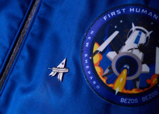 Pin for spacefarers